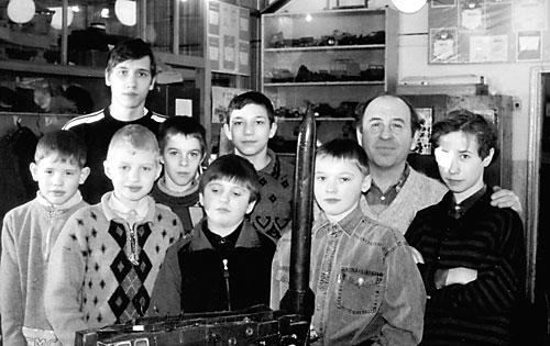 Валерий Евгеньевич Кузнецов со своими воспитанниками