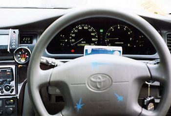 В салоне Toyota Mark II GT Four появились дополнительные датчики