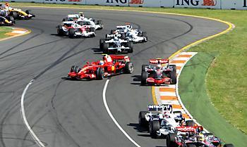 Л.Хэмилтон начинает первую гонку нового сезона – и выигрывает