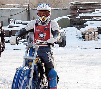 Максим Корчемаха - серебряный призер Чемпионата Европы-2009 по мотогонкам на льду среди юниоров