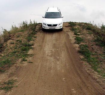 Тест-драйв VW Tiguan на крутом спуске