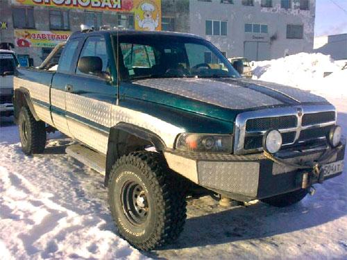 старый джипп Dodge Ram