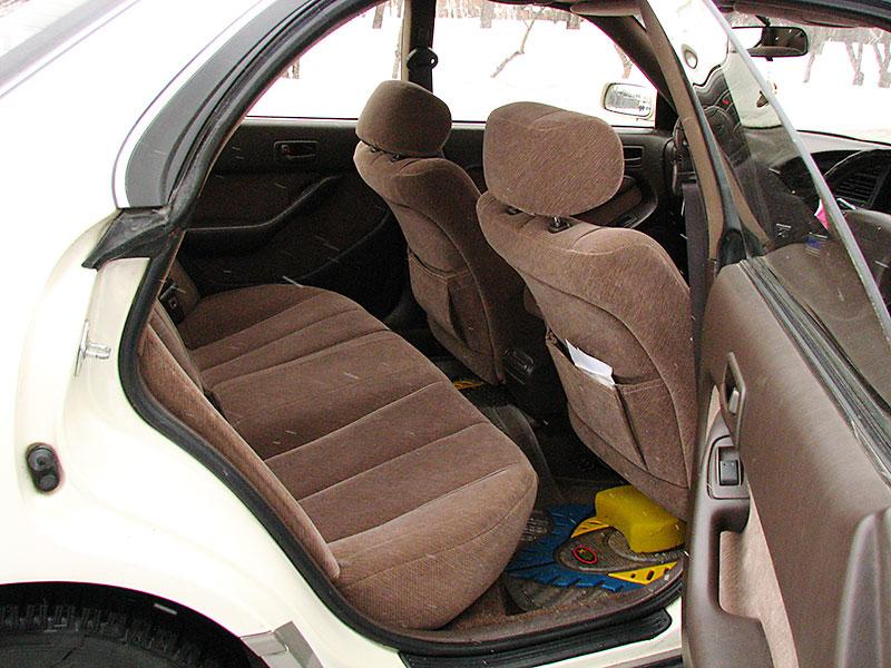 Второй ряд сидений Toyota Camry Prominent E