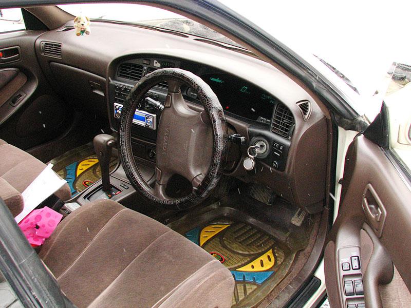 Водительское место Toyota Camry Prominent E
