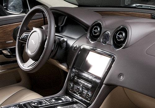 салон Jaguar XJ